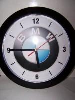 Hodiny s motivem BMW
