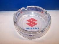 Popelník s motivem Suzuki